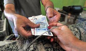 A cada R$ 100 de renda, sobram menos de R$ 70 para o pagamento das demais despesas. O endividamento das famílias também é recorde: 56,4% da renda total (Marcello Casal Jr./ABr)