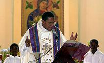 """""""Isto é demais. Chegou o momento de cessar estes atos desumanos"""", disse o monsenhor Pierre-André Dumas (foto), bispo de Miragoâne (THONY BELIZAIRE/AFP)"""
