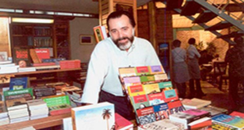 Tony Ramos interpretou Miguel em Laços de Família, o dono de uma livraria aficionado em literatura (Divulgação/Rede Globo)
