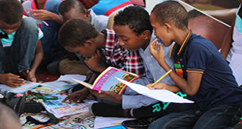 Para os pobres, alíquota de 12% sobre livros representa um aumento considerável e prejudicial (Unsplash/Ismail Salad Hajji dirir)