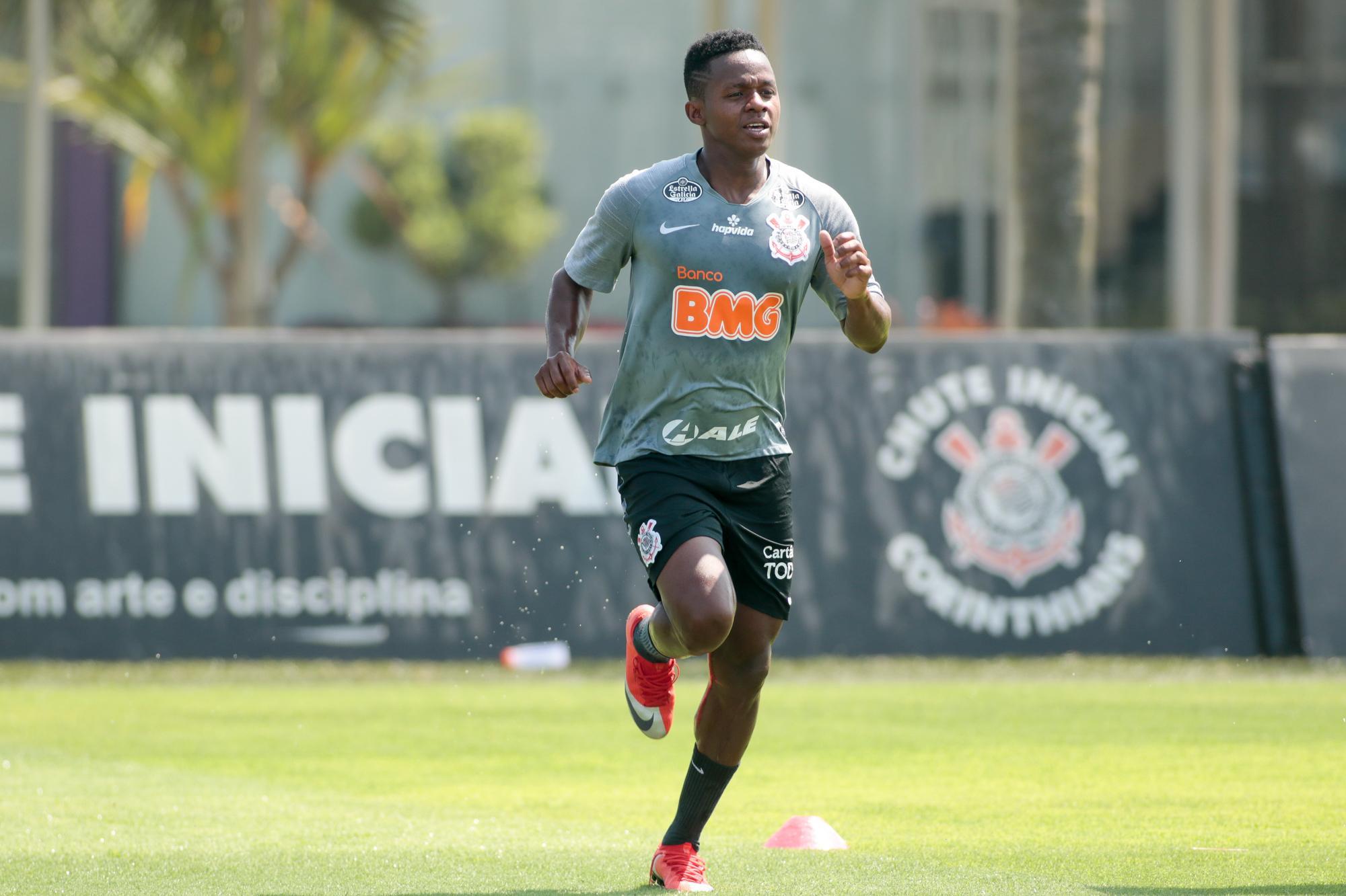 Equatoriano deve acertar com o Fluminense