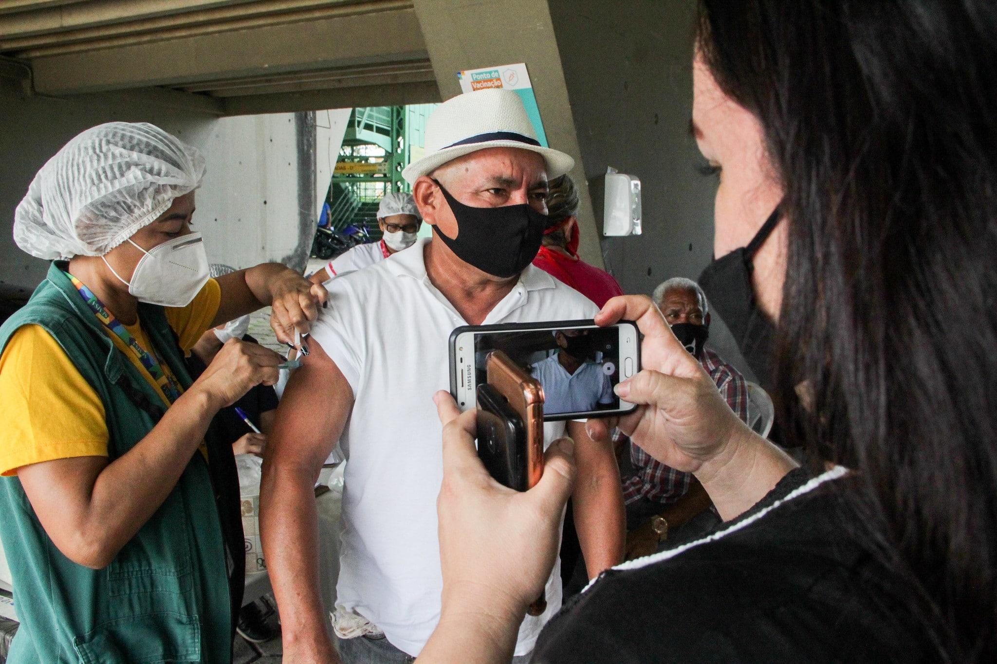 Vacinação de pessoasdo grupo prioritários em Manaus