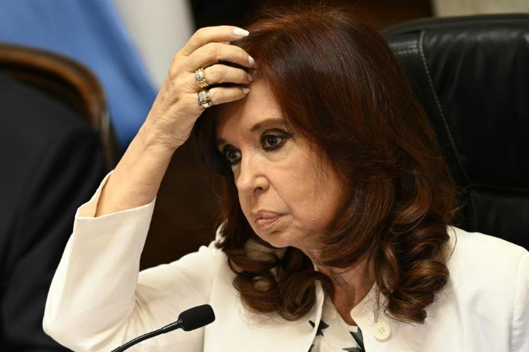 (Arquivo) A vice-presidente argentina Cristina Fernández de Kirchner participa de sessão virtual do Senado, em 4 de dezembro de 2020, na sede do Congresso, em Buenos Aires