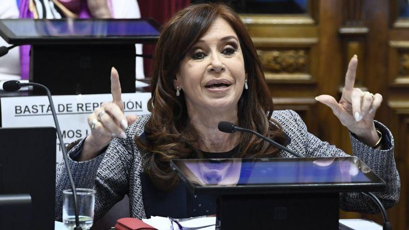 Cristina Kirchner é ainda alvo de outros oito processos por suposta corrupção durante seus dois mandatos como presidente (2007-2015)