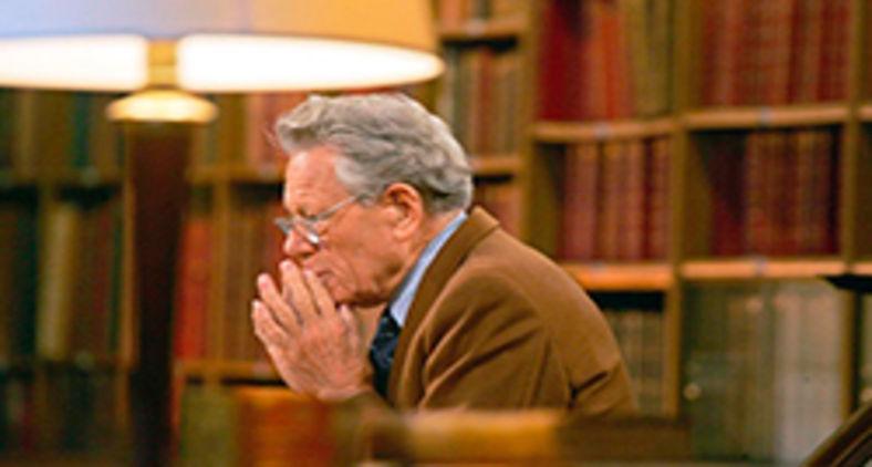 Küng nasceu em 19 de março de 1928 em Sursee, perto de Lucerna, e é desde 1995 presidente da Fundação para a Ética Global (Stiftung Weltethos) (Joel Saget/AFP)