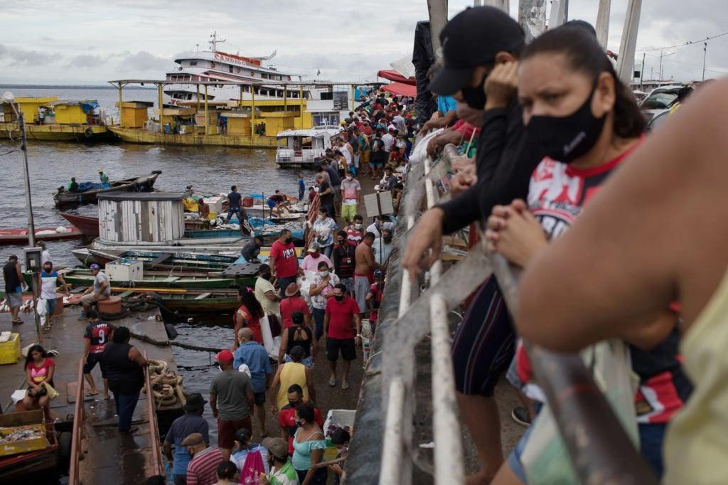 Manaus flexibiliza todas as atividades e população vai às ruas sem medo da terceira onda em Abril de 2021