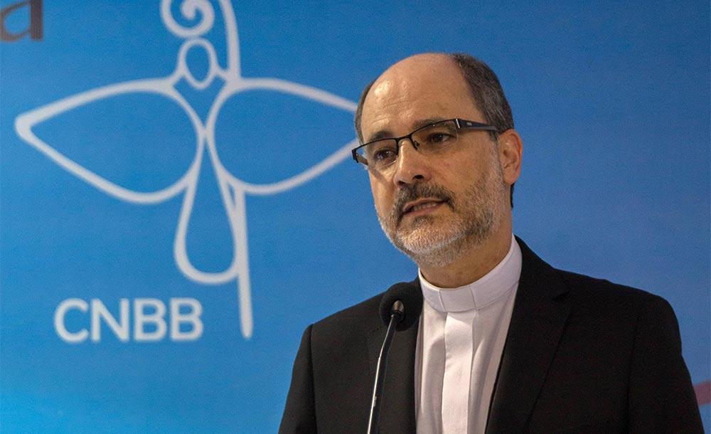 'Um cristão, jamais pode, nem pensar em defender ditadura', disse bispo