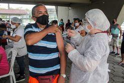 Vacinação continua lenta no Brasil (João Viana / Semcom)