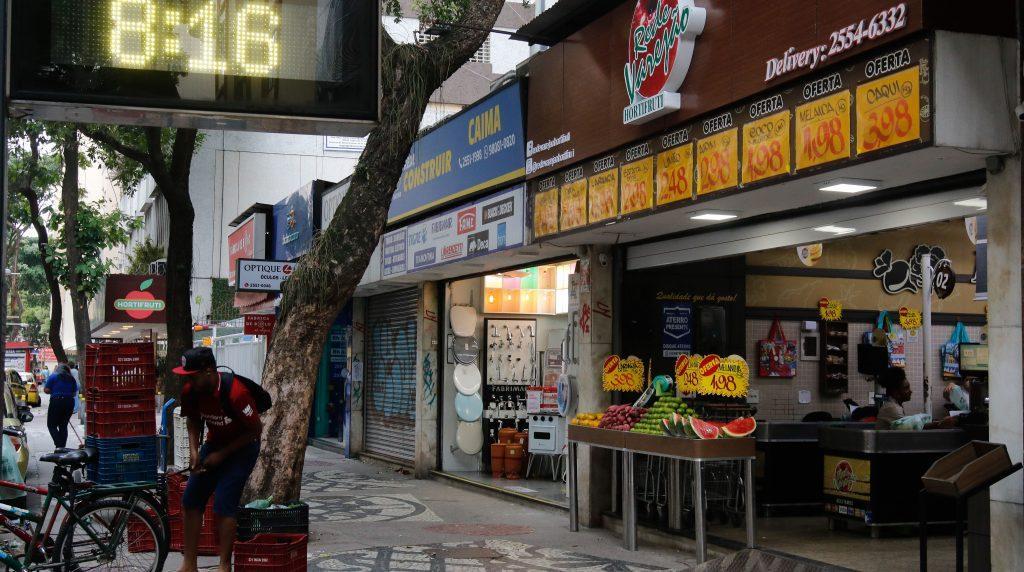 Comércio voltou a funcionar em várias cidades do país