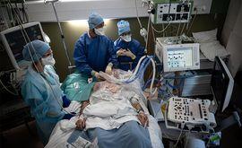 Analgésicos, sedativos e remédios que controlam o coração e a circulação pulmonar estão entre os itens que acabaram. (Jean-Philippe Ksiazek/AFP)