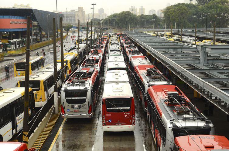 A frota tem em média 12 mil ônibus circulando em dias úteis desde junho do ano passado