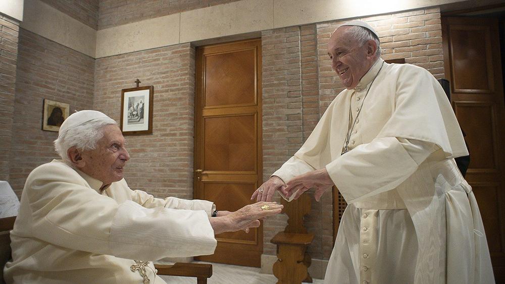 Título de papa mais velho pode ser controverso, uma vez que o próprio Bento assinalou que