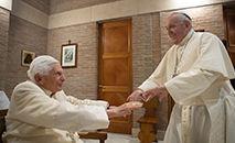 """Título de papa mais velho pode ser controverso, uma vez que o próprio Bento assinalou que """"Não há dois papas, o papa é só um"""" (Reprodução/Abaca/Pixsell)"""