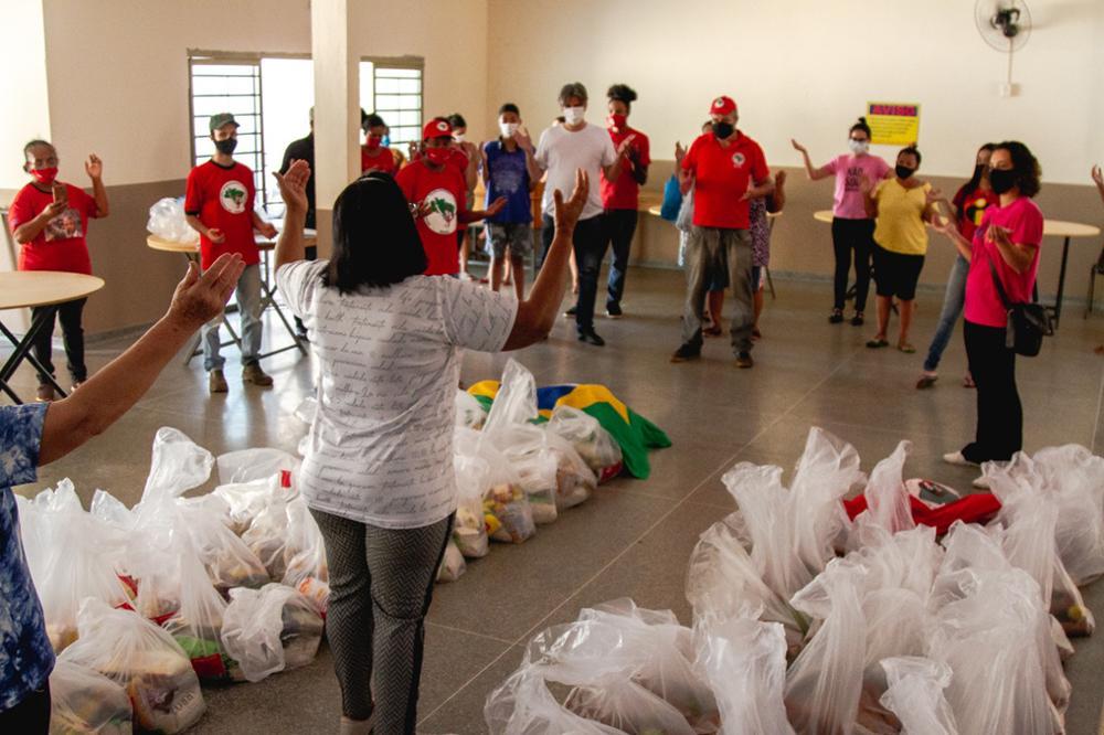 MST da região Noroeste do Paraná realiza doação de 5 toneladas de alimentos para 250 famílias em situação de vulnerabilidade em Maringá no dia 15 de abril