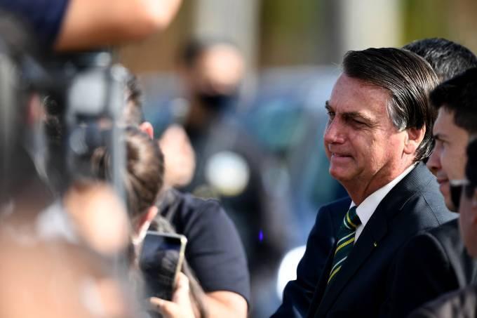 Na conversa com apoiadores, Bolsonaro repetiu que será o último a tomar a vacina contra Covid-19