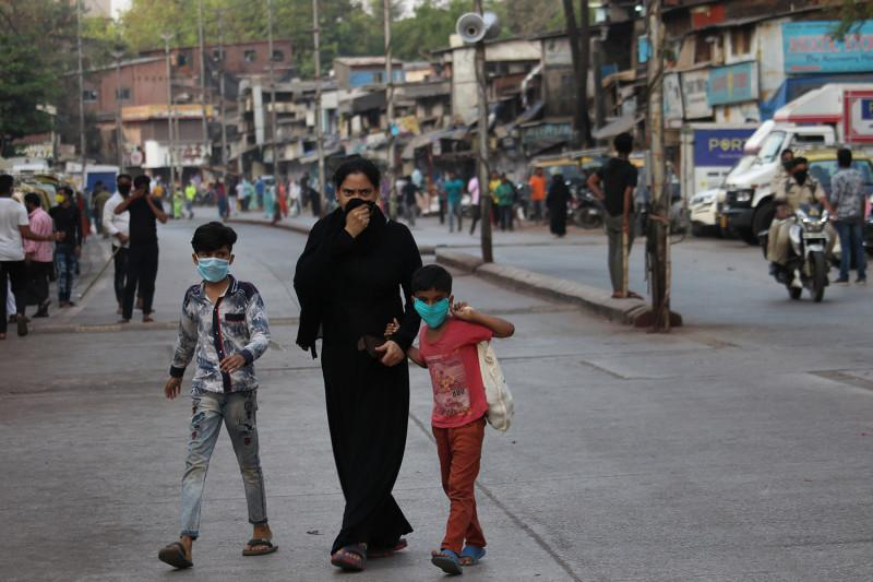 Autoridades indianas registraram nesta segunda-feira (19), um recorde de 273.810 novas infecções em 24 horas