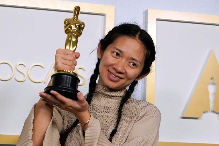 Chloé Zhao fez histórioa ao triunfar na categoria de melhor direção do Oscar por