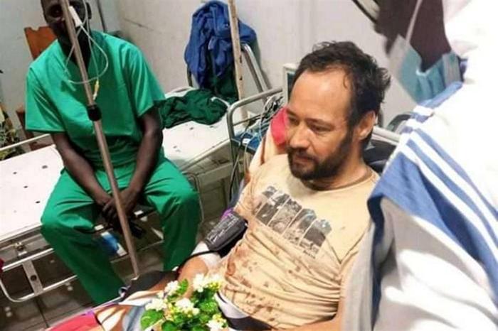 Padre Christian Carlassare no hospital