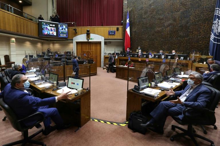Imagem divulgada pelo Senado do Chile durante sessão para votar sobre a legislação dos neurodireitos