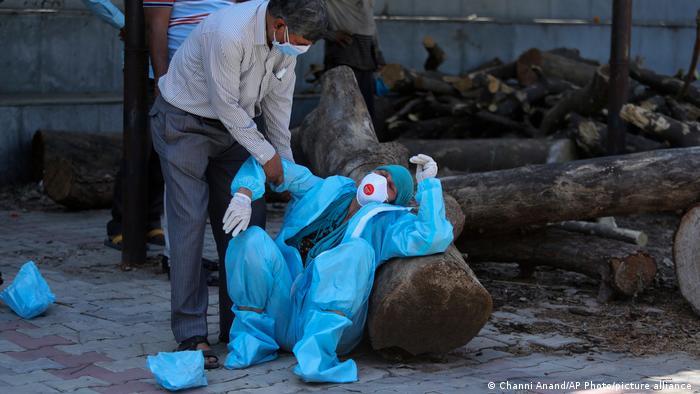 A Índia enfrenta um aumento recorde de infecções e mortes por Covid-19
