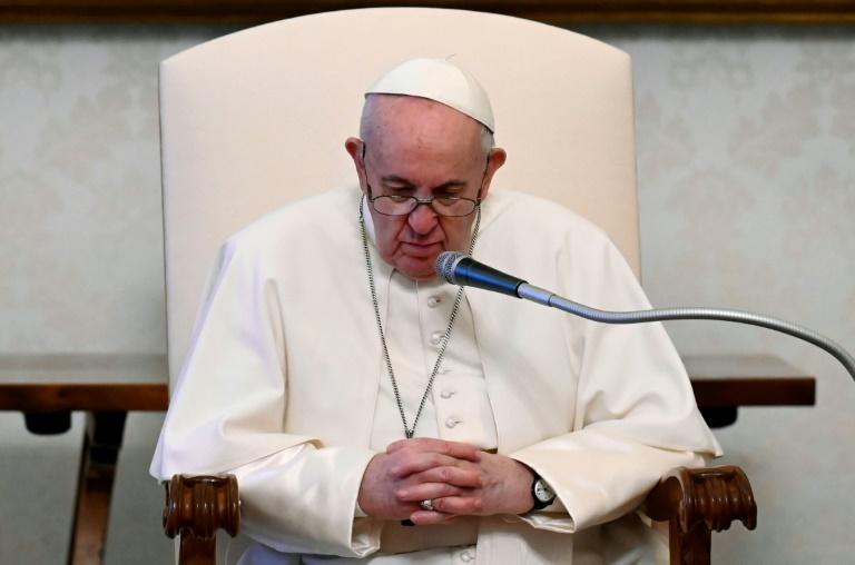 O papa Francisco em foto divulgada pelo serviço de comunicação do Vaticano em 28 de abril de 2021
