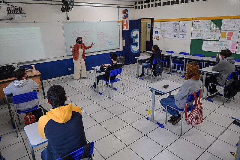 Retorno das aulas presencias na Escola Milton da Silva Rodrigues, em São Paulo, no fim de 2020