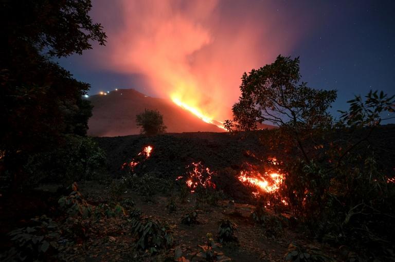A lava flui do vulcão Pacaya