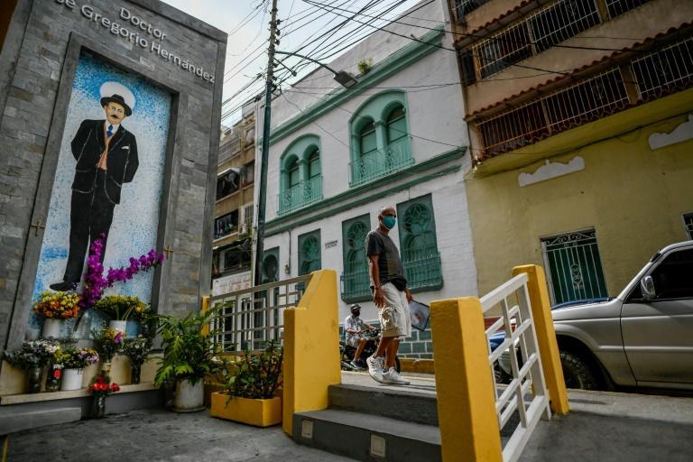 Mural de José Gregorio Hernández, perto de onde o médico morreu atropelado em 1919