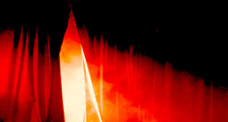 E Jesus, clamando outra vez com grande voz, rendeu o espírito. E eis que o véu do templo se rasgou em dois, de alto a baixo (Mateus 27:50-51 (Free Bible Images/Lumo Project)