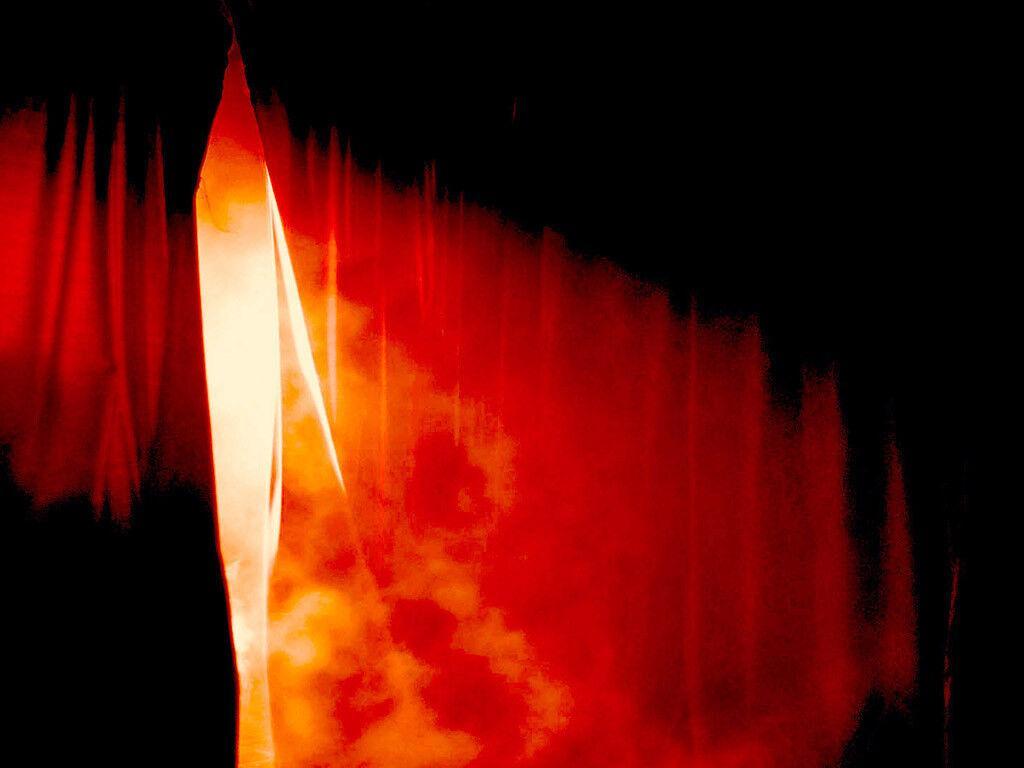 E Jesus, clamando outra vez com grande voz, rendeu o espírito. E eis que o véu do templo se rasgou em dois, de alto a baixo (Mateus 27:50-51