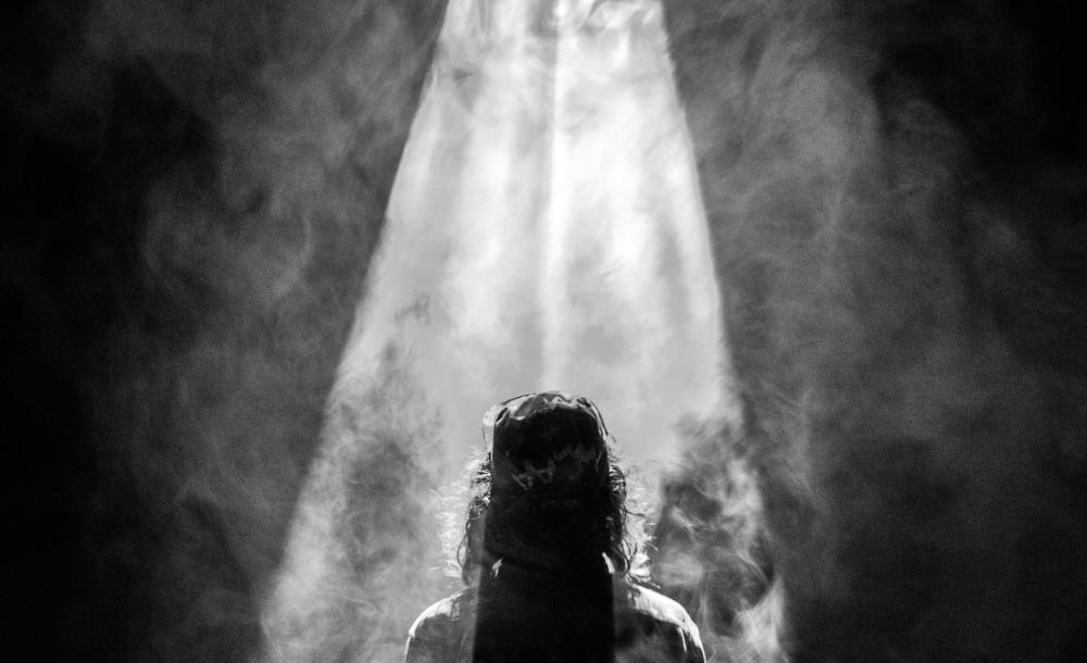 O Sábado Santo é um dia de penumbra: entre a sombra da Sexta-feira e a luz do Domingo. É o dia do luto e da possível boa notícia, da espera e da esperança