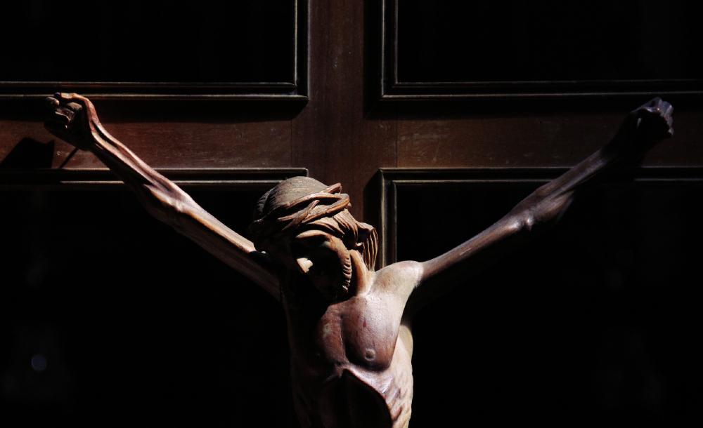 Qual o sentido do grito de Jesus na cruz? 'Meu Deus, para que me abandonaste?'. Penso aqui na dor pandêmica dos familiares dos mais de 300 mil que morreram no Brasil, e dos milhões mundo afora.