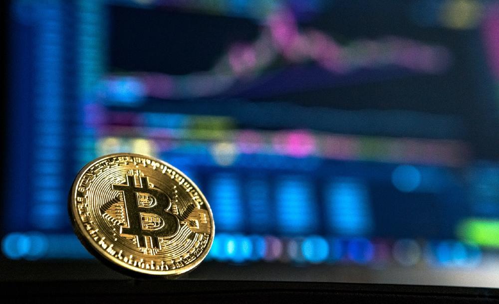 O advento das moedas digitais não é novo e a mais conhecida delas é naturalmente a Bitcoin. A diferença é que aqui estamos falando de moedas digitais emitidas pelos próprios bancos centrais, inclusive pelo BCB