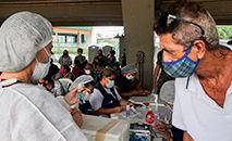 Vacinação de pessoas de 55 a 59 anos com qualquer comorbidade em Manaus no dia 12 de abril (João Viana / Semcom)
