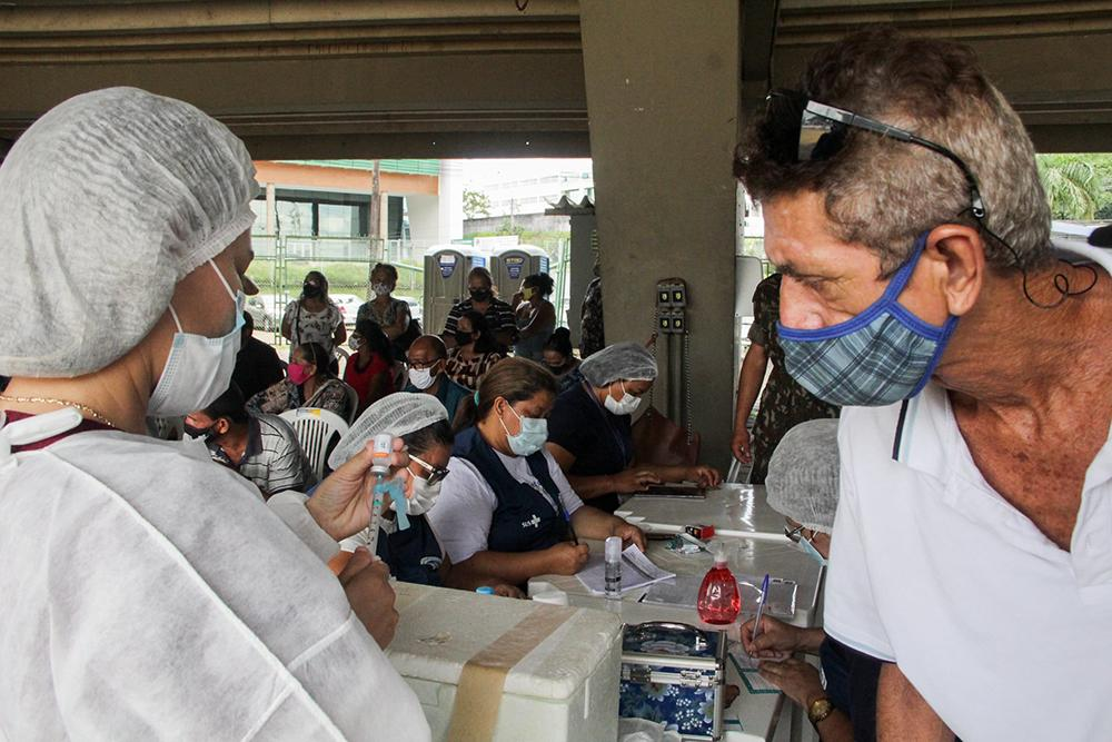 Vacinação de pessoas de 55 a 59 anos com qualquer comorbidade em Manaus no dia 12 de abril