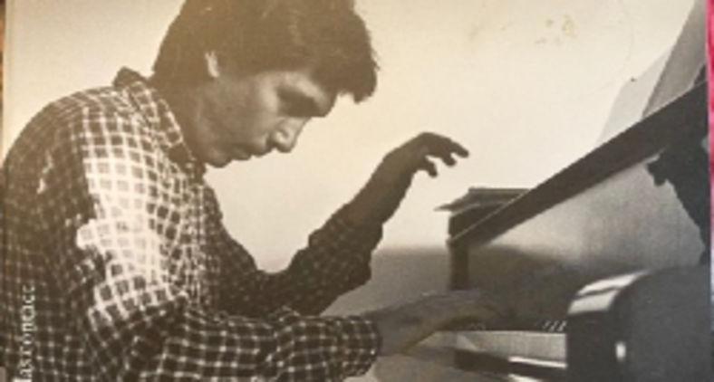 É um romance que presta um tributo profundo à amizade entre um mestre pianista russo-soviético e o grande escritor holandês, Jan Brokken (Lev Chaim)