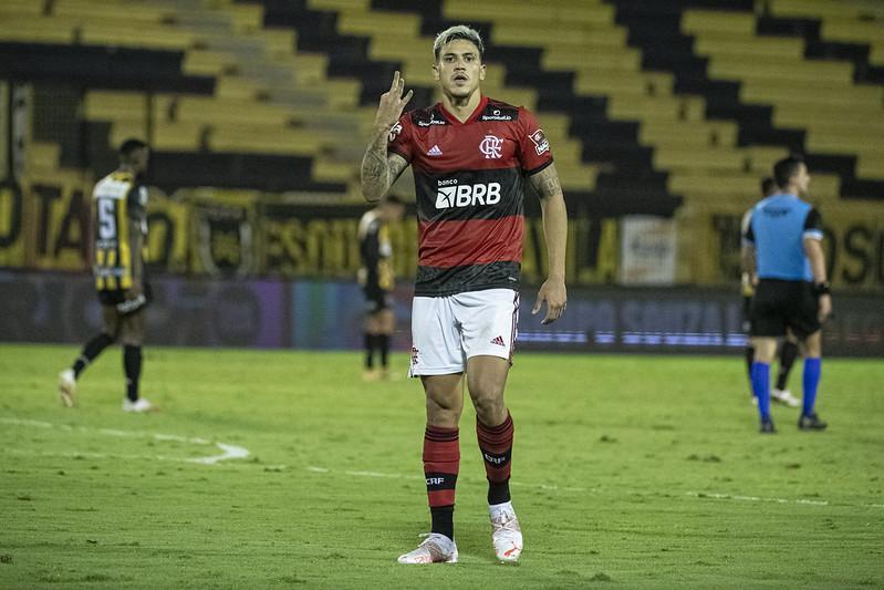 Pedro marcou três vezes na vitória do Flamengo