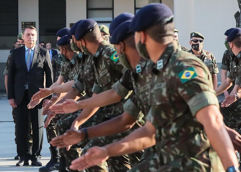 Processo de politização dos militares se intensifica na gestão Bolsonaro