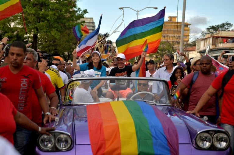 (Arquivo) Mariela Castro (ao centro), filha do ex-presidente cubano Raúl Castro e diretora do Centro Nacional de Educação Sexual (CENESEX), em 12 de maio de 2018, em Havana