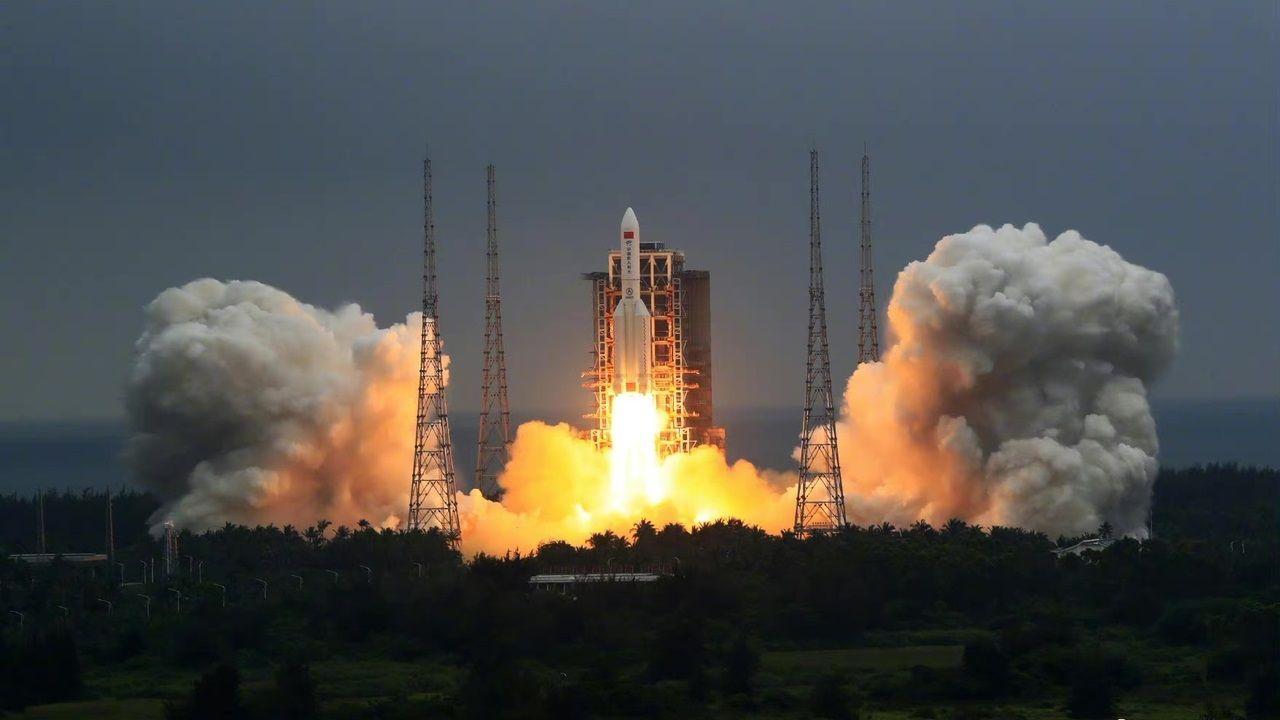 O Long March 5B, que pesa 22 tolenadas, foi usado para lançar em órbita o módulo principal da primeira estação espacial permanente da China