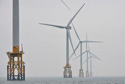 Torres eólicas em 4 de março de 2021, a aproximadamente 10 km de Gochang, na Coreia do Sul (Jung Yeon-je/afp)