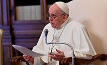 Papa Francisco conduz audiência geral na biblioteca do Palácio Apostólico no Vaticano em 28 de abril (CNS / Vaticano Media)
