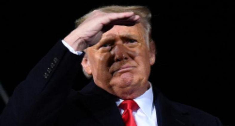 Entretanto os especialistas também criticaram duramente a gigante da informática por banir Trump por tempo indeterminado, sem critérios claros sobre quando (DW)