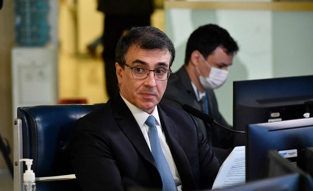 No Senado, o ministro Carlos Alberto de Franco França afirma que diplomacia da saúde está funcionando