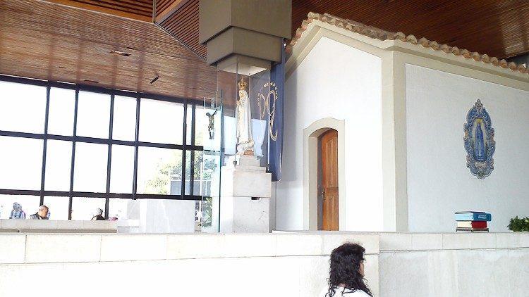Imagem de Nossa Senhora no Santuário de Fátima