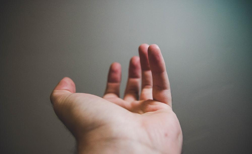 Jesus sabe estar junto aos mais indefesos. Não é preciso que o peçam. Faz o que pode para curar as suas doenças, libertar as suas consciências, ou contagiar a sua confiança em Deus