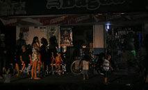 Pessoas em mercearia de Macapá, durante o apagão, em novembro (Rudja Santos/Amazônia Real)