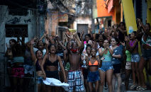 Moradores protestam após operação policial contra supostos traficantes de drogas na favela do Jacarezinho, no Rio de Janeiro (Mauro Pimentel/AFP)