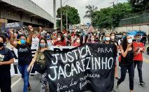 Moradores protestam contra ação policial que matou dezenas em favela do Rio (Wilton Junior/ Estadão Conteúdo)