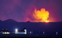 Erupção registrada em 5 de maio de 2021 no Vale Geldingadalir, perto do Monte Fagradalsfjall, Islândia (Halldor Kolbeins/AFP)